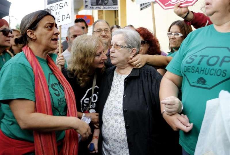 Un grupo de activistas de la PAH en València. EFE/Juan Carlos Cárdenas/Archivo