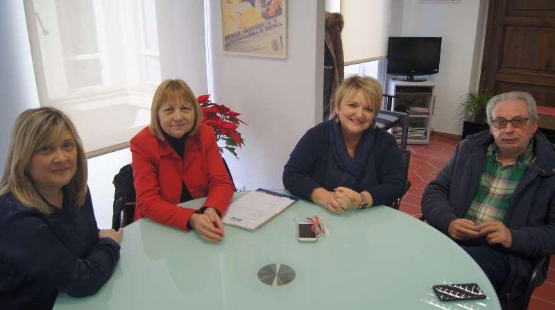 La diputada Mercedes Berenguer con el alcalde de Picanya, Josep Almenar. Foto EPDA