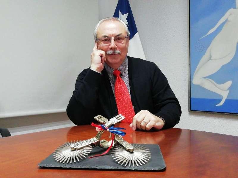 Leopoldo López, Cónsul honorario de Chile en València desde 1990