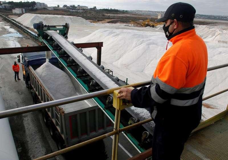 Las salinas de Torrevieja, que son la mayor explotación salinera de España, en una imagen de estos días. EFE