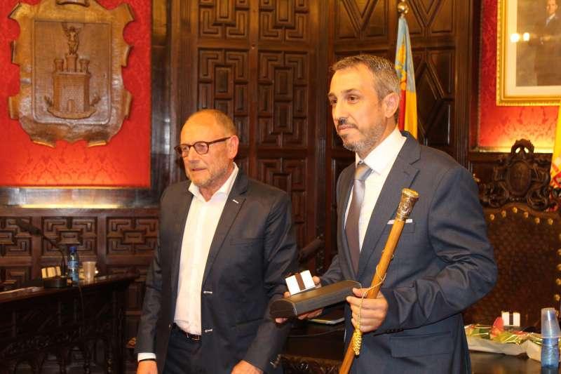 Toma de posesión del exalcalde del PSOE con la vara