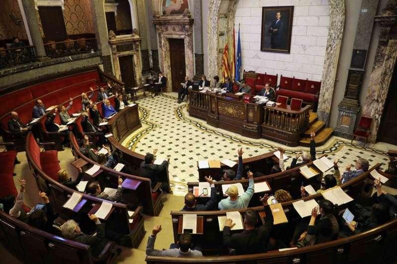 Vista general del salón de plenos del Ayuntamiento de València durante el pleno celebrado este jueves. - EFE