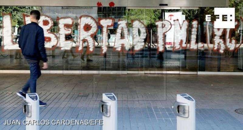 Pintada con la que ha amanecido hoy la Delegación del Gobierno en la Comunitat Valenciana. EFE