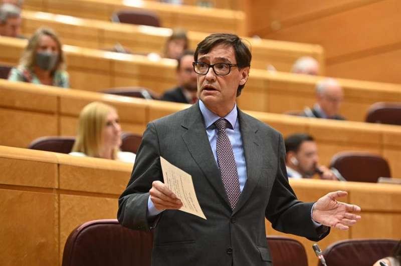 El ministro de Sanidad, Salvador Illa, interviene durante la sesión de control celebrada este martes en el Senado, en Madrid. EFE/Fernando Villar