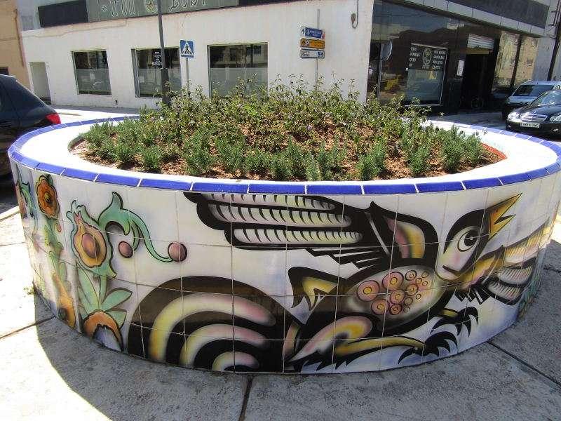 Nueva ornamentación de una rotonda en Manises. EPDA