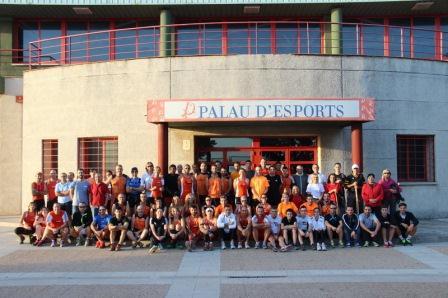 80 atletas del Club de Atletismo en su día de celebración. Foto: EPDA