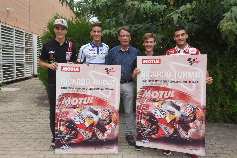 Los pilotos Iker Lecuona, Jorge Navarro, Jaume Masià y Vicente Pérez han acompñado al director general del Deporte Josep Miquel Moya en la presentación del cartel.