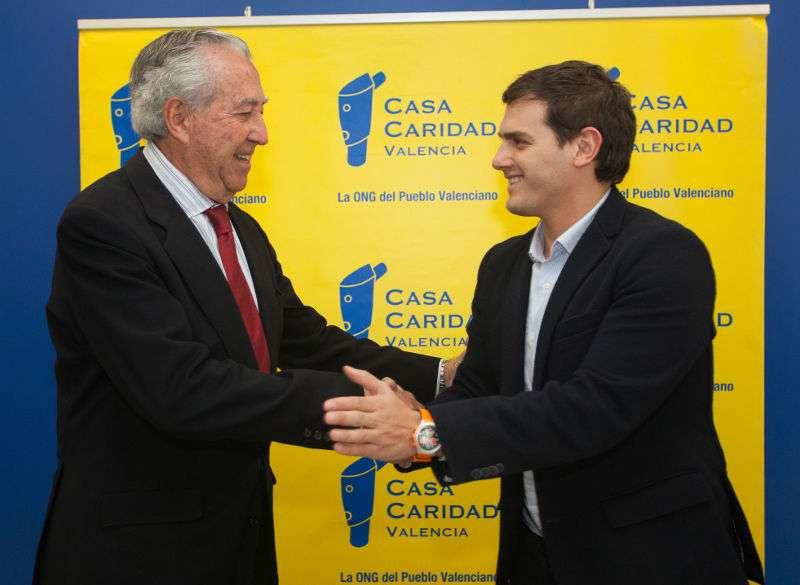 El líder nacional de Ciudadanos, Albert Rivera con Antonio Casanova, presidente de la entidad benéfica