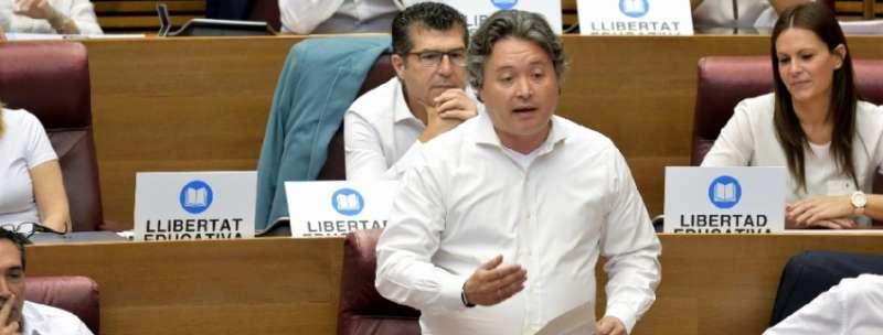 El secretario general del Grupo Parlamentario Popular en Les Corts, Luis Santamaría