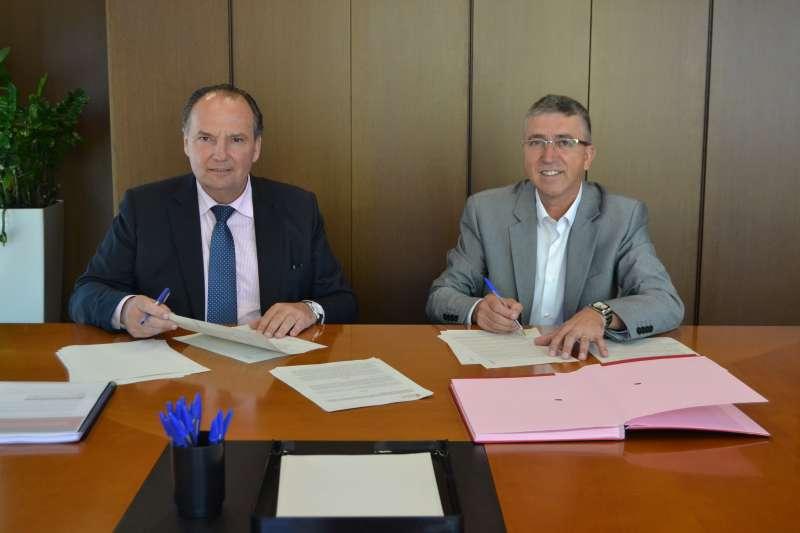 Rafa Climent y José Vicente Morata durante la firma del convenio. EPDA