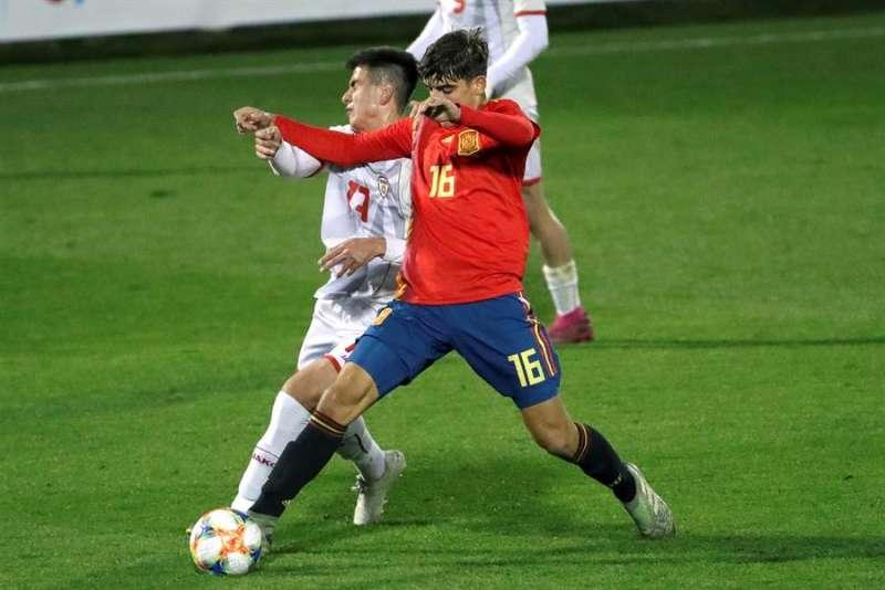 El centrocampista Gonzalo Villar durante un partido con la selección española sub