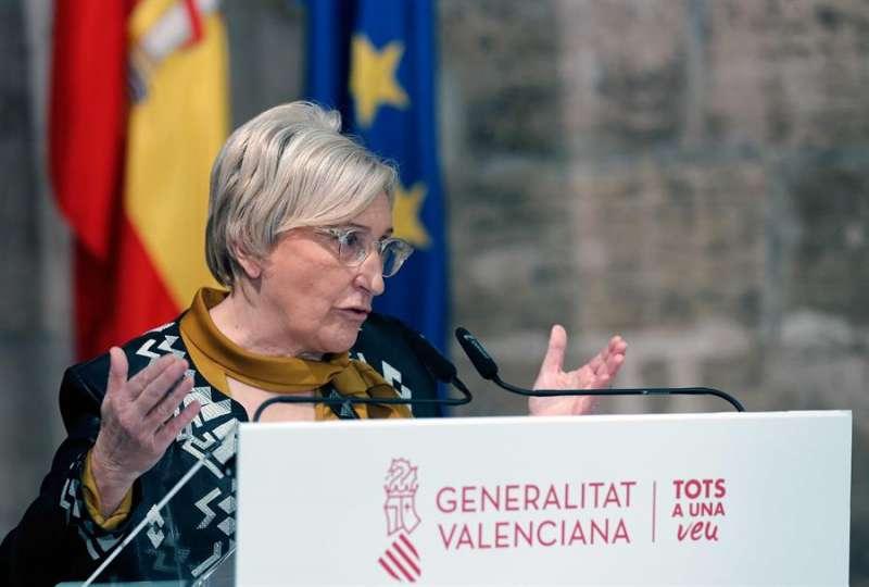 La consellera de Sanidad, Ana Barceló, durante la rueda de prensa que ha ofrecido en el Palau, en la que ha confirmado el cierre total de bares y restaurantes y el de los comercios a las 18 horas en todo el territorio, durante catorce días, para intentar contener los contagios de coronavirus. EFE/Manuel Bruque.