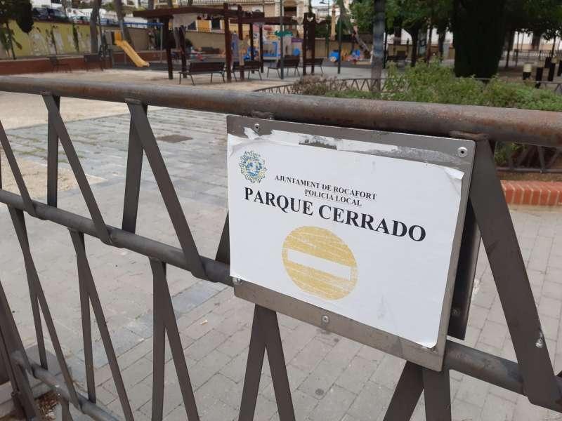 Parque infantil de Rocafort cerrado