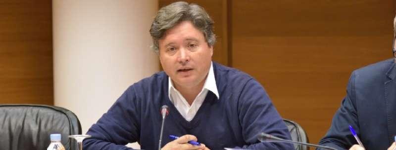 El secretario general del grupo parlamentario popular en Les Corts Valencianes, Luis Santamaría