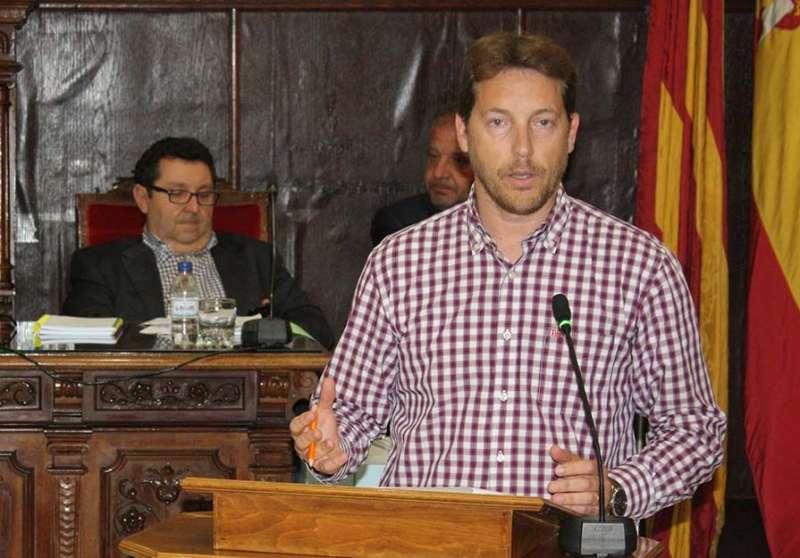 Raúl Castillo en el salón de plenos del ayuntamiento de Sagunt. / EPDA