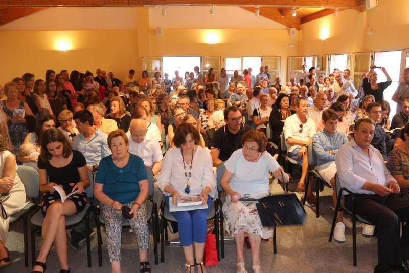 El público abarrotó el salón de actos
