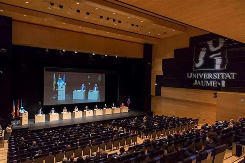 Una imagen del acto académico facilitado por la Universidad.