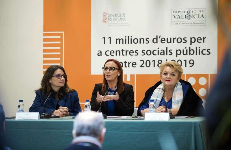 Mónica Oltra, Maria Josep Amigó i Mercedes Berenguer durant la presentació de la col·laboració en infraestructures socials.