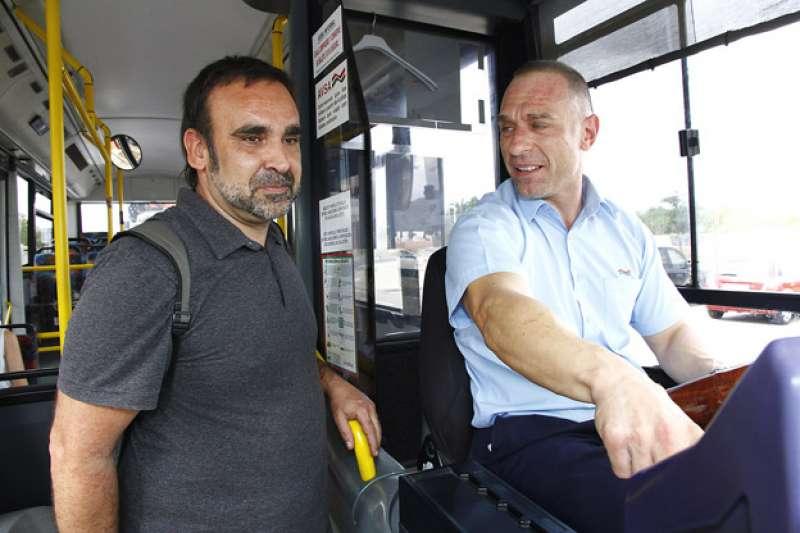 Manzanaque, en el autobus. EPDA