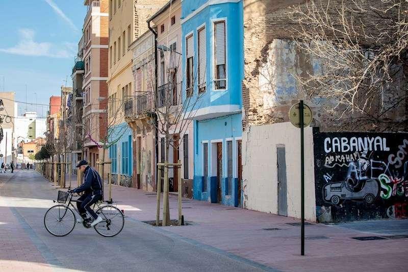 Vista general de una calle del Cabanyal. EFE/Biel Aliño/Archivo