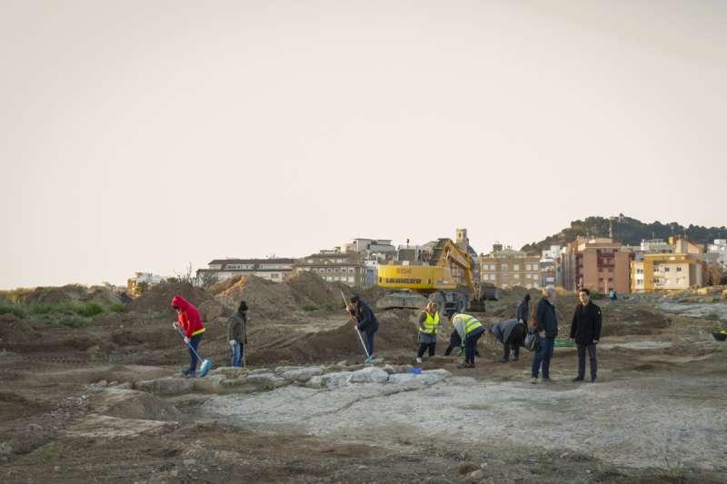Arranquen els treballs arqueològics dels vials per al futur IES Camp de Túria i el col?legi públic a Mura