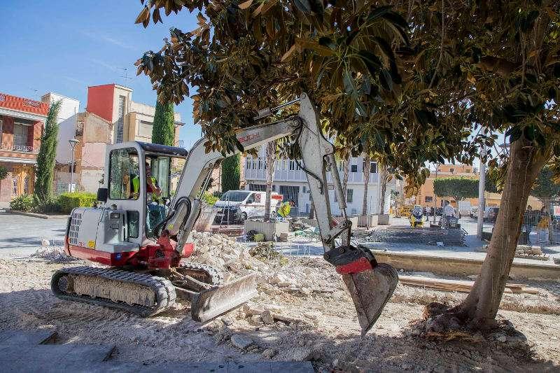 Obres del nou parc infantil a la plaça de l