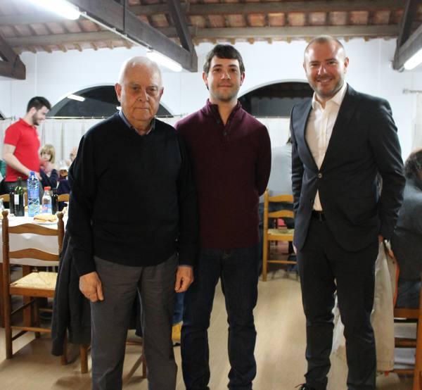 El alcalde con el nuevo candidato y Toni Gaspar. EPDA