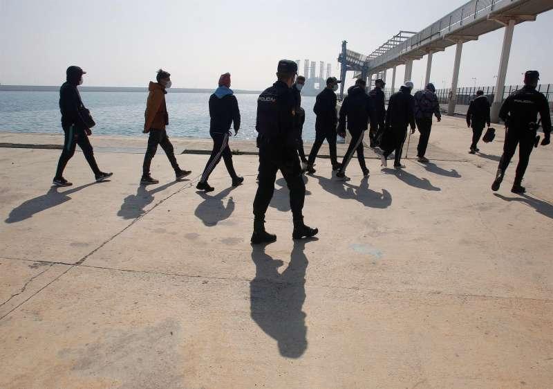 Localizadas 27 personas a bordo de tres pateras en las costas de Alicante durante la madrugada