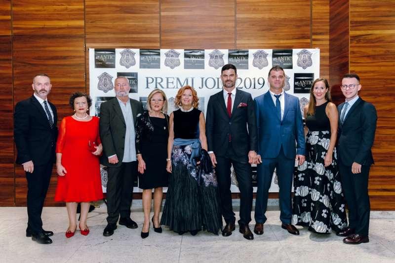 Premio Joia 2019 y Menciones de Honor posan con el Maestro Mayor y Miembros de la Junta de Gobierno -EPDA
