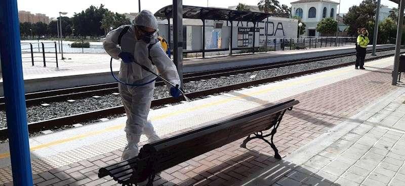 Miembros de la UME trabajando en una estación de tren. EFE/ UME