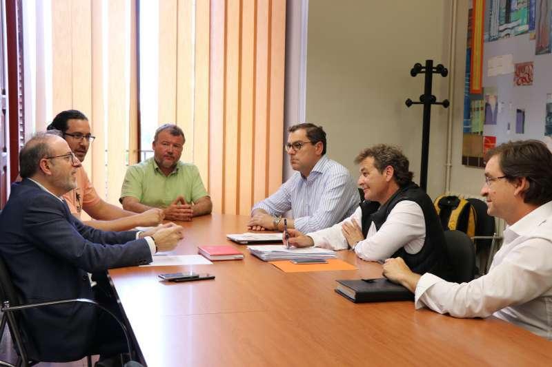 Reunión del alcalde y los concejales de Actividades y Promoción Económica con empresarios. EPDA