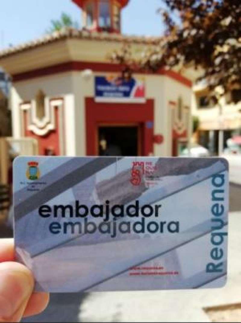 Foto del carné de embajador de Requena. EPDA