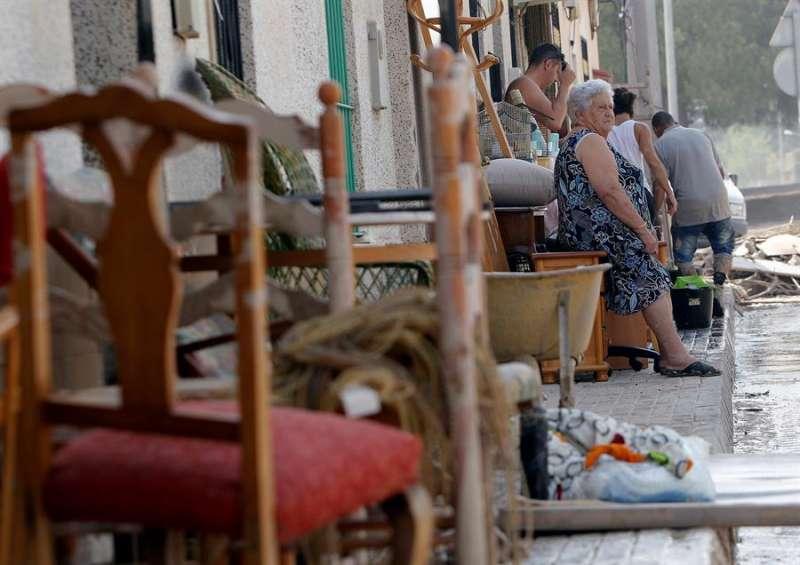 Vecinos de Almoradí afectados por el desbordamiento del río Segura.EFE/MORELL/Archivo