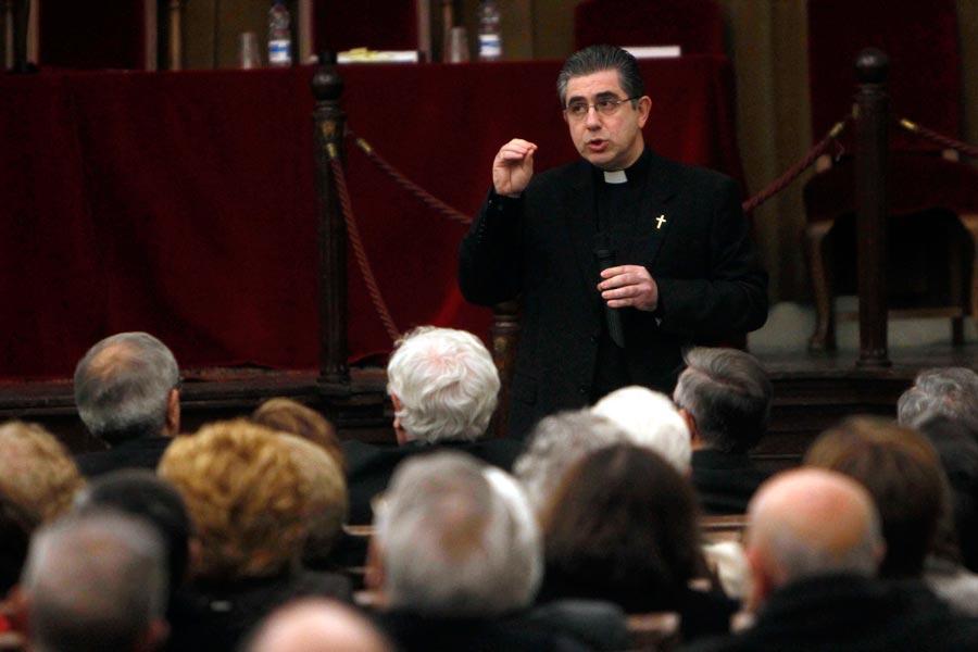 El sacerdote Miguel Ángel Bondia, párroco de Alcublas y Osset. FOTO ALBERTO SAIZ/AVAN
