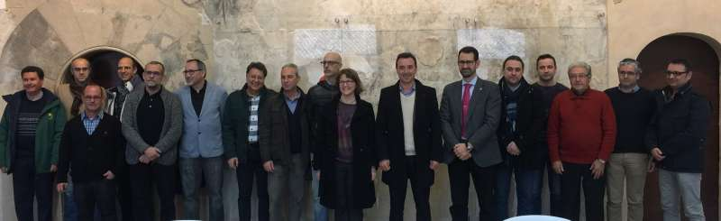 Els alcaldes del Parc Natural del Túria amb la consellera Elena Cebrian. //EPDA