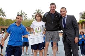 El ganador y el presidente del Levante, Quico Catalán. FOTO A. SAINZ/AVAN