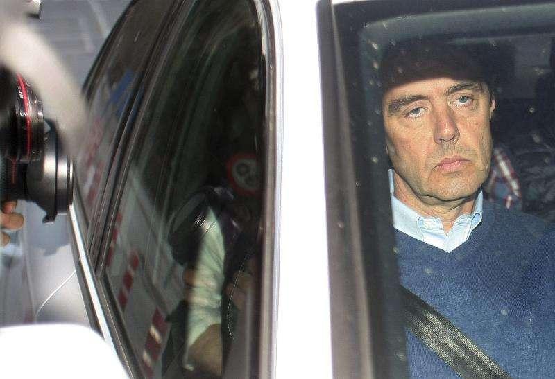 Miguel López (d), detenido por el asesinato de su suegra, María del Carmen Martínez, viuda del expresidente de la CAM Vicente Sala. EFE/Archivo