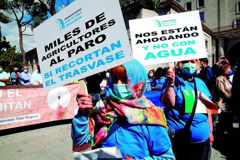 Manifestación por el trasvase Tajo-Segura en Madrid, este 2021. / efe