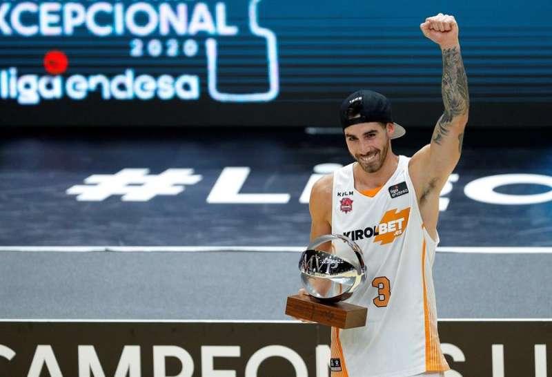 El base argentino del Kirolbet Baskonia, Luca Vildoza, ha sido nombrado el MVP de la final de la Liga Endesa, en la que se han impuesto al Barça. EFE/Manuel Bruque