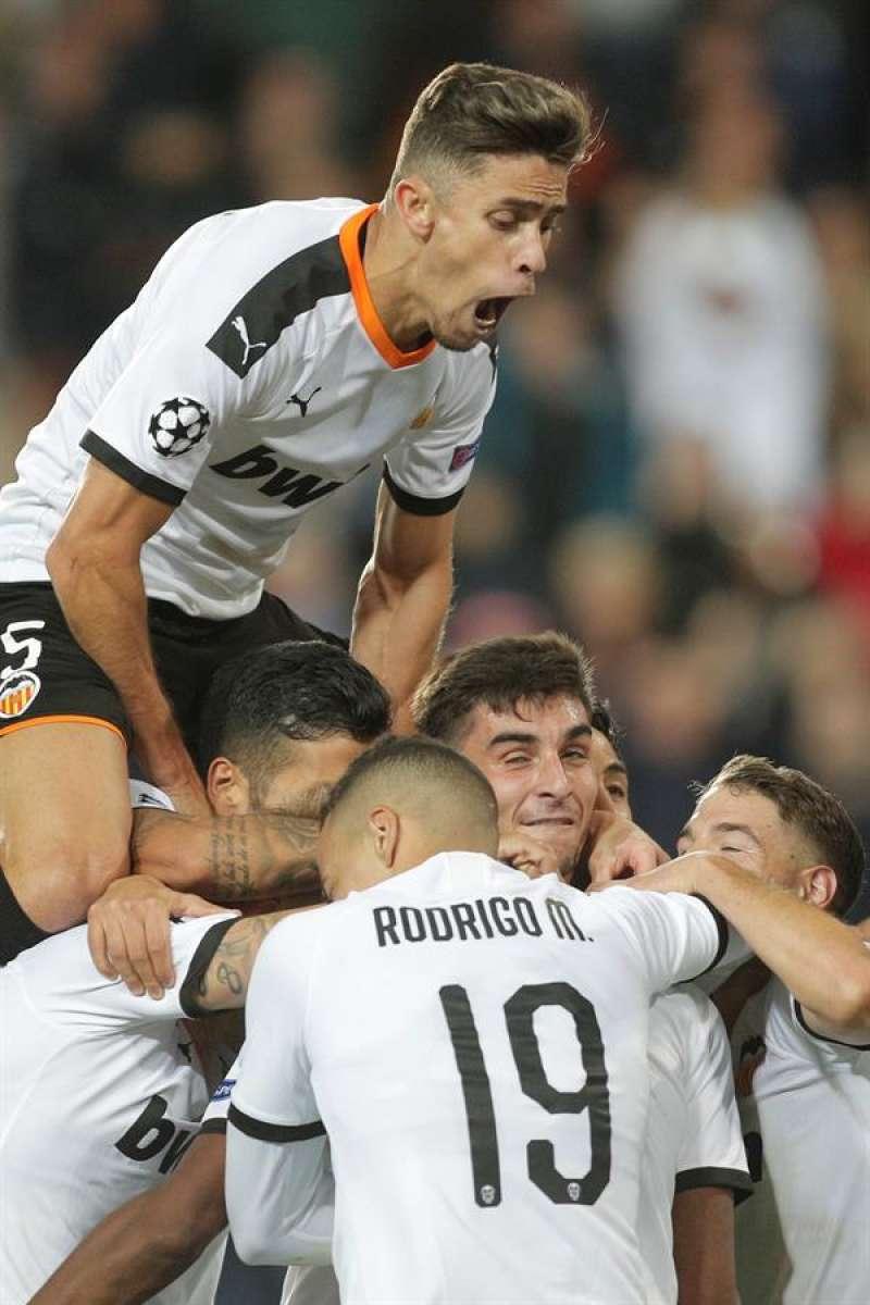 Los jugadores del Valencia CF celebran un gol.EFE/ Kai Forsterling