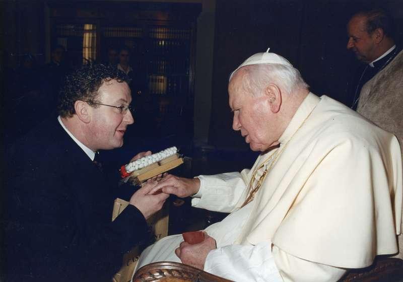 Salvador Murgui junto a Juan Pablo II en el Vaticano. //EPDA