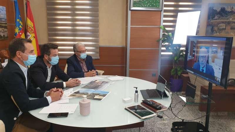 Encuentro de los alcaldes con el responsable de Fomento. / EPDA