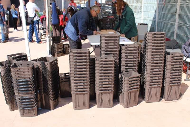 Cubos marrones para el reciclaje de la basura orgánica. EPDA