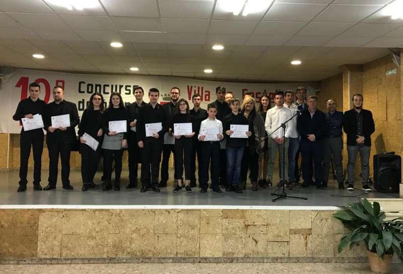 Ganadores, jurado y autoridades en la entrega de premios