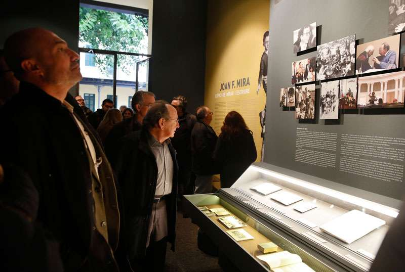Xavier Rius i J. F. Mira durante la inauguración de la muestra en el Museu d