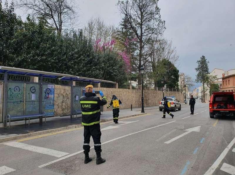 UME y Policía Local en calle Alicante de Segorbe
