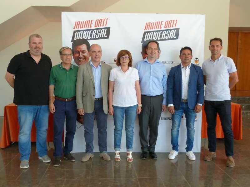 Foto de familia homenaje Jaume Ortí