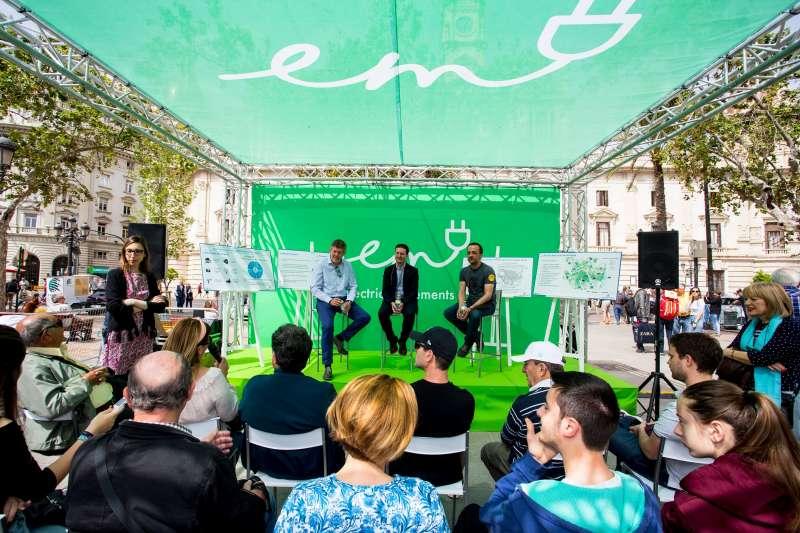 Plaza del Ayuntamiento con una de las actividades. FOTO EPDA