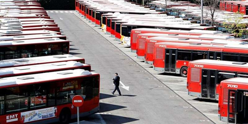 La flota de autobuses de la Empresa Municipal de Transportes (EMT) de Valencia. EFE/Archivo