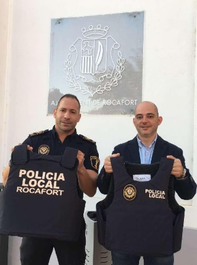 Pérez y Jiménez, con los chalecos. EPDA